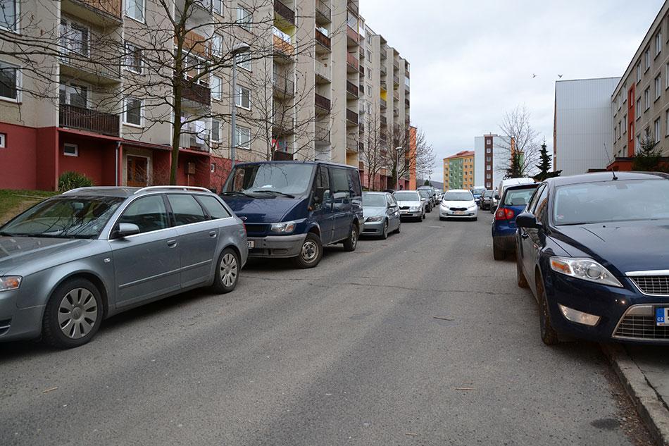 Na to, že je Kulturní ulice neprůjezdná pro složky integrovaného záchranného systému, upozorňují hasiči už řadu let. Foto: Alexandra Buršíková